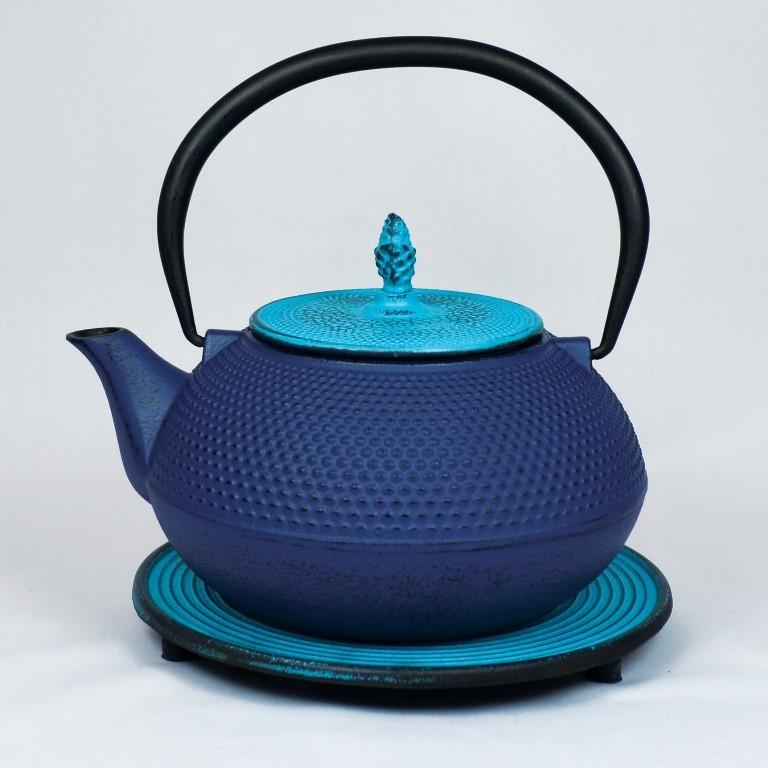 Teekannen und Zubehör